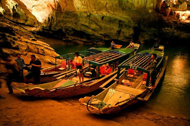 Paradise Cave and Phong Nha Cave Tour